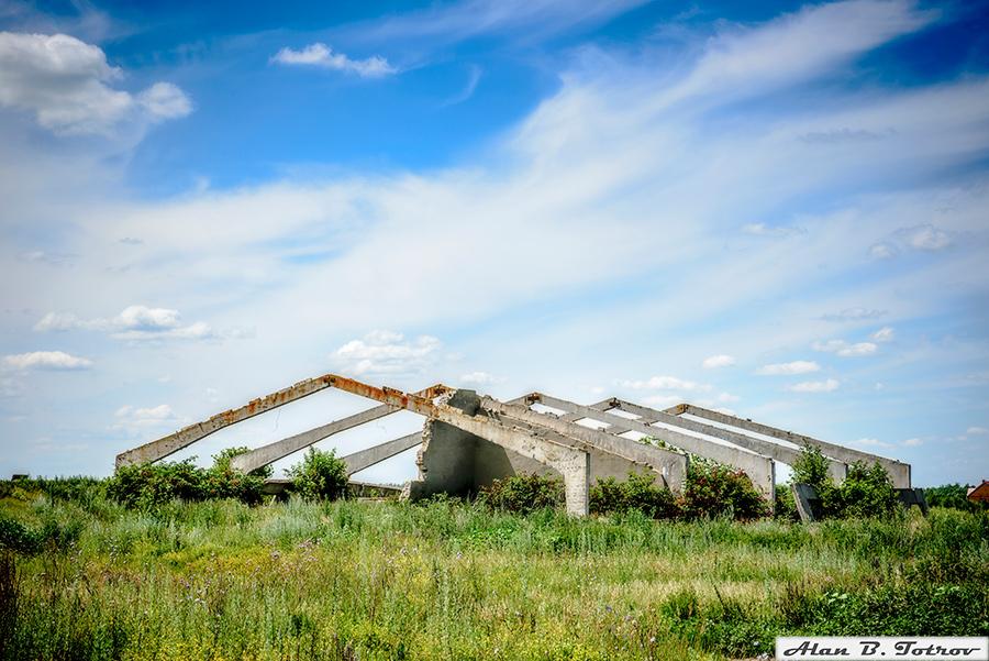 Заброшенное зернохранилище