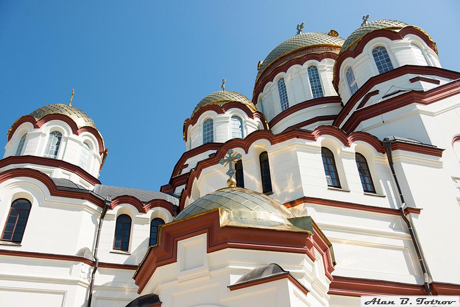 Купола Пантелеймоновского собора (Новый Афон)