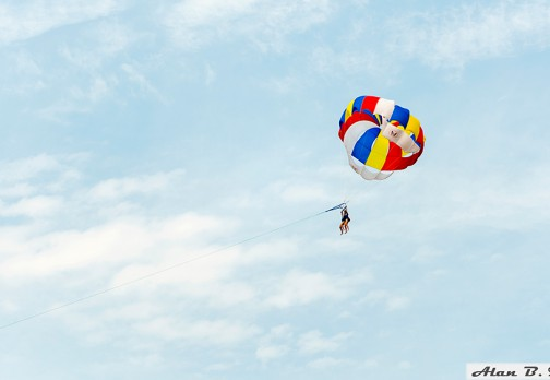 Парасейлинг: на парашюте за катером