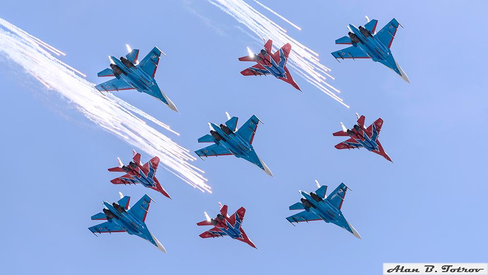 Пилотажные группы «Стрижи» и «Русские витязи»