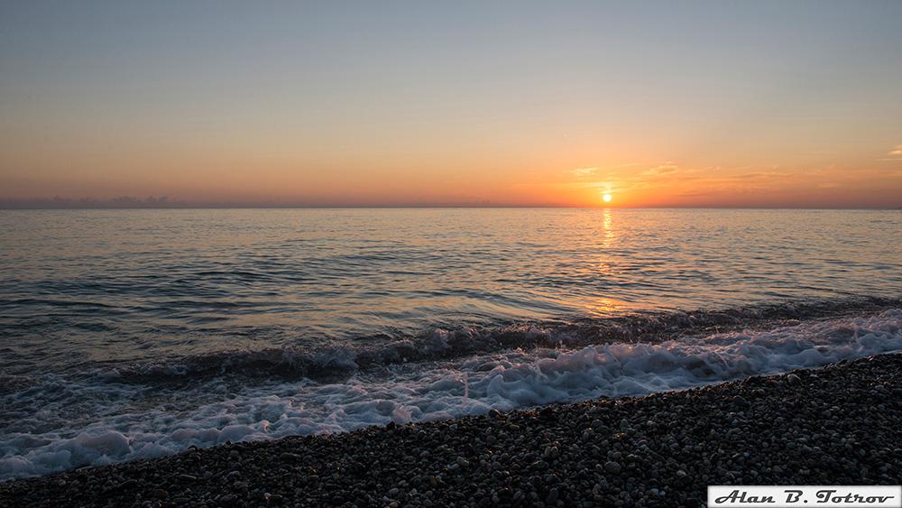 Закат на Черном море в Абхазии